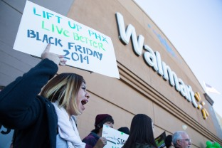 20141128walmartstrikers013