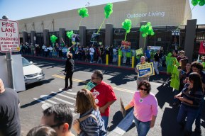 20141128walmartstrikers022